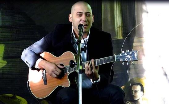 Brian Coatswit Alexandre canta Macau (terra minha)