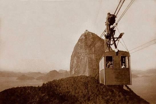 Homens fazendo manutenção nos cabos