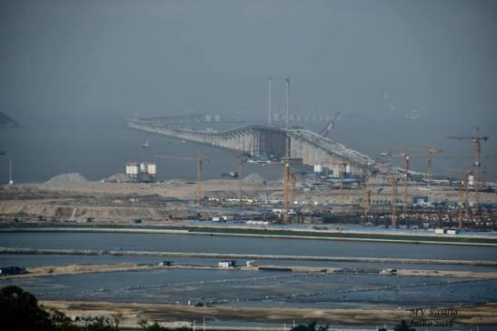 A ponte Hong Kong-Zhuhai-Macau em construção em Macau, na foto feita por M.V. Basílio em julho de 2015.