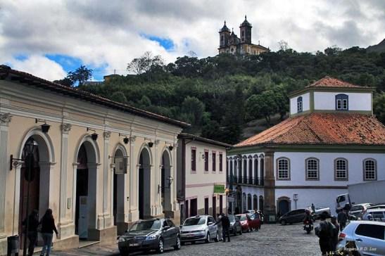 O prédio doMuseu da Casa dos Contos no lado direito da foto