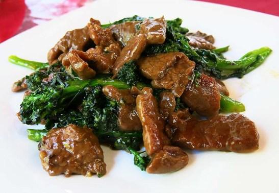 Brócolis com carne ao molho de ostra