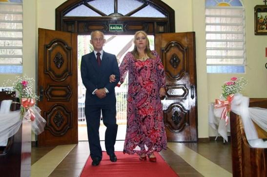 A entrada de Chicói com a Julie na igreja