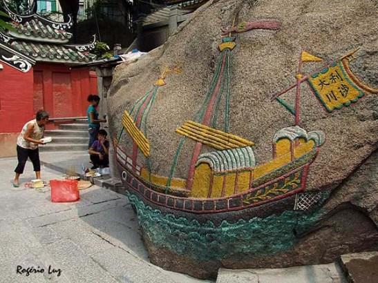 Rocha do Barco Oceânico (Ieong-Sun-Seak) no Pagode da Barra em Macau