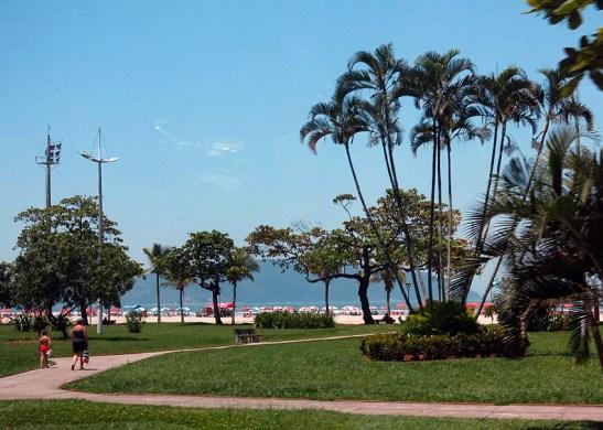 O Livro dos Recordes situa os jardins da orla de Santos como formadores do maior jardim frontal de praia em extensão do mundo (Wikipédia)