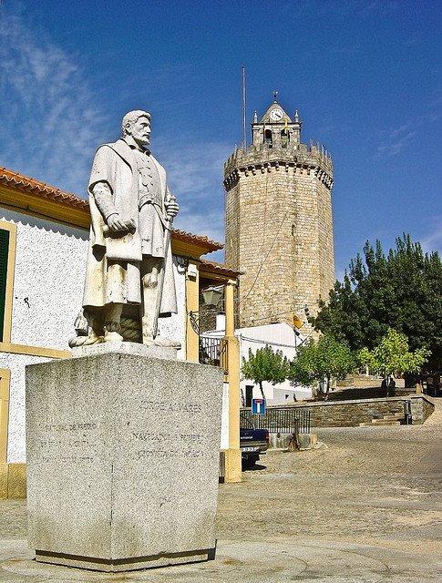 Estátua de Jorge Álvares em Portugal