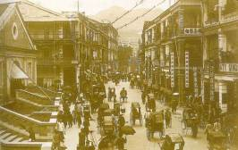 1910年香港最繁華的皇後大道Queen's Road Central, central market on front left/mercado central à esquerda na frente