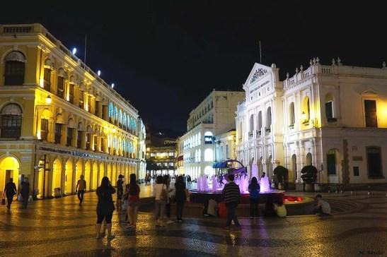 32 Macau - Vista nocturna do Largo