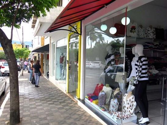 O comércio de vestuário em Monte Sião possui inúmeras lojas com variada ofeta e produtos.