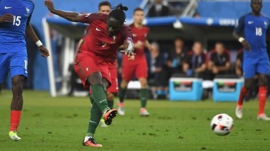 Éder faz o gol (golo) da taça Eurocopa 2016. Foto: UEFA-Getty Images