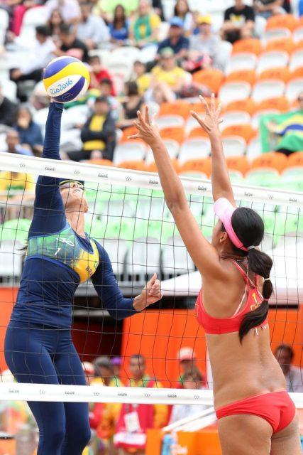 Jogos Olímpicos Rio2016 - As brasileiras Ágatha e Bárbara Seixas, atuais campeãs mundiais, estão classificadas às quartas de final dos Jogos Olímpicos do Rio de Janeiro. A parceria da carioca e da paranaense venceu na manhã desta sexta-feira (12.08) as chinesas Fan Wang e Yuan Yue por 2 sets a 0 (21/12, 21/16), em 42 minutos, na Arena de Vôlei de Praia, em Copacabana. - Brasil - rj - Rio de Janeiro - - - www.inovafoto.com.br - id:114624