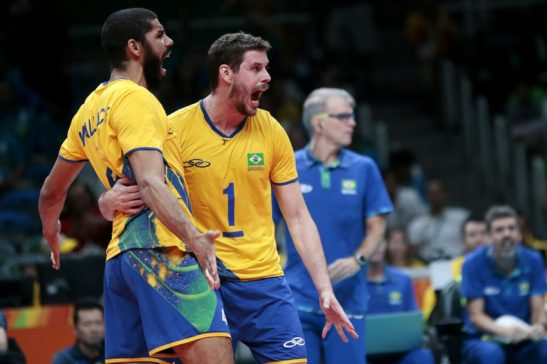 13/08/2016- Rio de Janeiro- RJ, Brasil- A seleção brasileira não resistiu a força do único time invicto no torneio masculino de vôlei dos Jogos Olímpicos e acabou superada pela Itália neste sábado (14.08), no ginásio do Maracanãzinho, no Rio de Janeiro (RJ). A equipe da casa venceu o primeiro set por 25/23, mas sofreu a virada e perdeu os outros três sets por 23/25, 22/25 e 15/25, em 1h49 de jogo. No final, vitória italiana por 3 sets a 1. Foto: Inovafoto? CBV