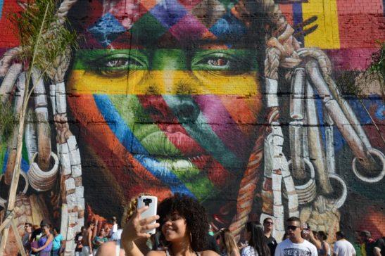 Rio de Janeiro - A Maratona Feminina Olímpica, que passa pelas ruas da cidade, e o Boulevard Olímpico lotam a região central da cidade neste domingo. ( Tânia Rêgo/Agência Brasil)