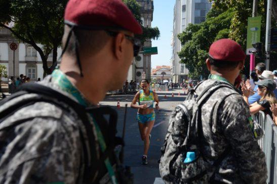 Rio de Janeiro - A Maratona Feminina Olímpica, que passa pelas ruas da cidade, e o Boulevard Olímpico lotam a região central da cidade neste domingo. (Tânia Rêgo/Agência Brasil)
