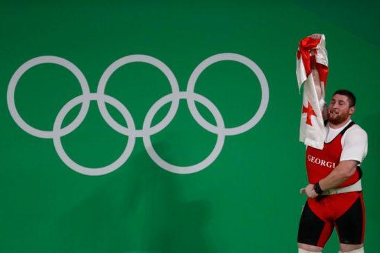 Rio de Janeiro - O georgiano Lasha Talakhadze bate o recorde mundial e leva ouro no levantamento de peso com 473kg ( Fernando Frazão/Agência Brasil)