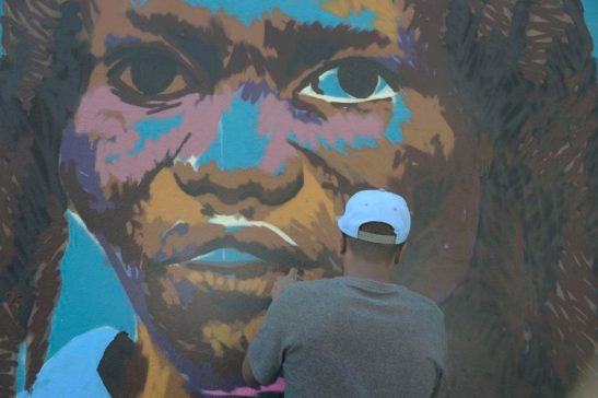 Rio de Janeiro - Artistas pintam em fachadas de antigos armazéns na Orla Conde os rostos de atletas do time de refugiados das Olimpíadas Rio 2016 (Tomaz Silva/Agência Brasil)