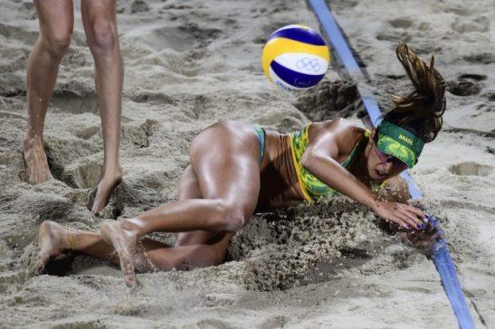 JOGOS OLÍMPICOS: Ágatha/Bárbara encerra invencibilidade de Walsh e põe Brasil na final após 12 anos, no Ginásio do Maracanãzinho. Foto: Inovafoto/ CBV