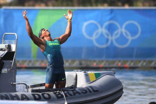 18 de Agosto de 2016 - Rio 2016 - Canoagem - Isaquias Queiroz comemora a medalha de BRONZE no caiaque C1 200m. Foto: Roberto Castro/ Brasil2016