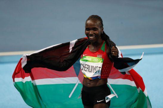 Rio de Janeiro - A queniana Vivian Jepkemoi Cheruiyot vence final e bate recorde olímpico dos 5 mil metros nos Jogos Rio 2016, no Estádio Olímpico (Fernando Frazão/Agência Brasil)