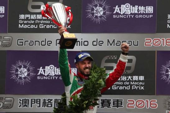 Tiago Monteiro comemora a vitória. Foto: GCS