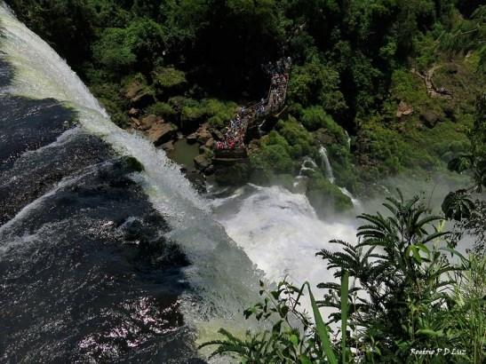 As cataratas no lado argentino, com vistas do piso superior e inferior