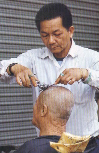 macau-barbeiros-ao-ar-livre-1986-4