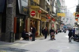No cruzamento com a Rua do Tarrafeiro. Foto M.V. Basílio