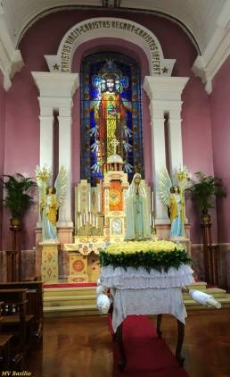 Altar de Cristo Rei, na Sé Catedral, estando o andor de Nossa Senhora de Fátima já pronto para a procissão, que irá sair ao início da noite. Foto M.V. Basílio