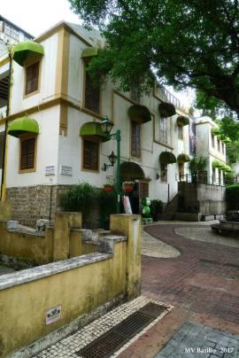 Os prédios que vemos foram restaurados posteriormente e estão sendo usados para fins comerciais. Foto M.V. Basílio