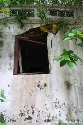 Casa em ruínas, já sem as portadas da janela. Foto M.V. Basílio