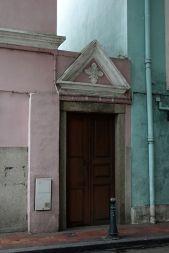Uma das entradas do prédio onde viveu a família do Conde Bernardino de Senna Fernandes. Foto M.V. Basílio