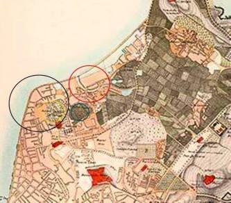 """O círculo preto indica o local da """"cabeça de pêra"""" (Sá Lei T'âu), apesar de a configuração estar menos notória, devido a aterros que foram feitos; o círculo amarelo, indica a localização o morro de Patane, actualmente, ocupado pelo Jardim de Camões; o círculo azul, indica o local da antiga povoação de Patane; e, o círculo vermelho, era a foz da ribeira do Patane, estando a zona da margem sul já aterrada. (MV Basílio)"""