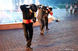 Marco das 3 Fronteiras no Brasil danca Argentina (02)