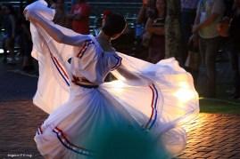 Marco das 3 Fronteiras no Brasil danca Paraguai (06)